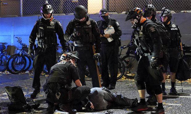 Seattle police, sanctions, police tactics
